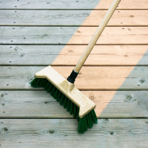 Holz Terrassen pflegen & reinigen