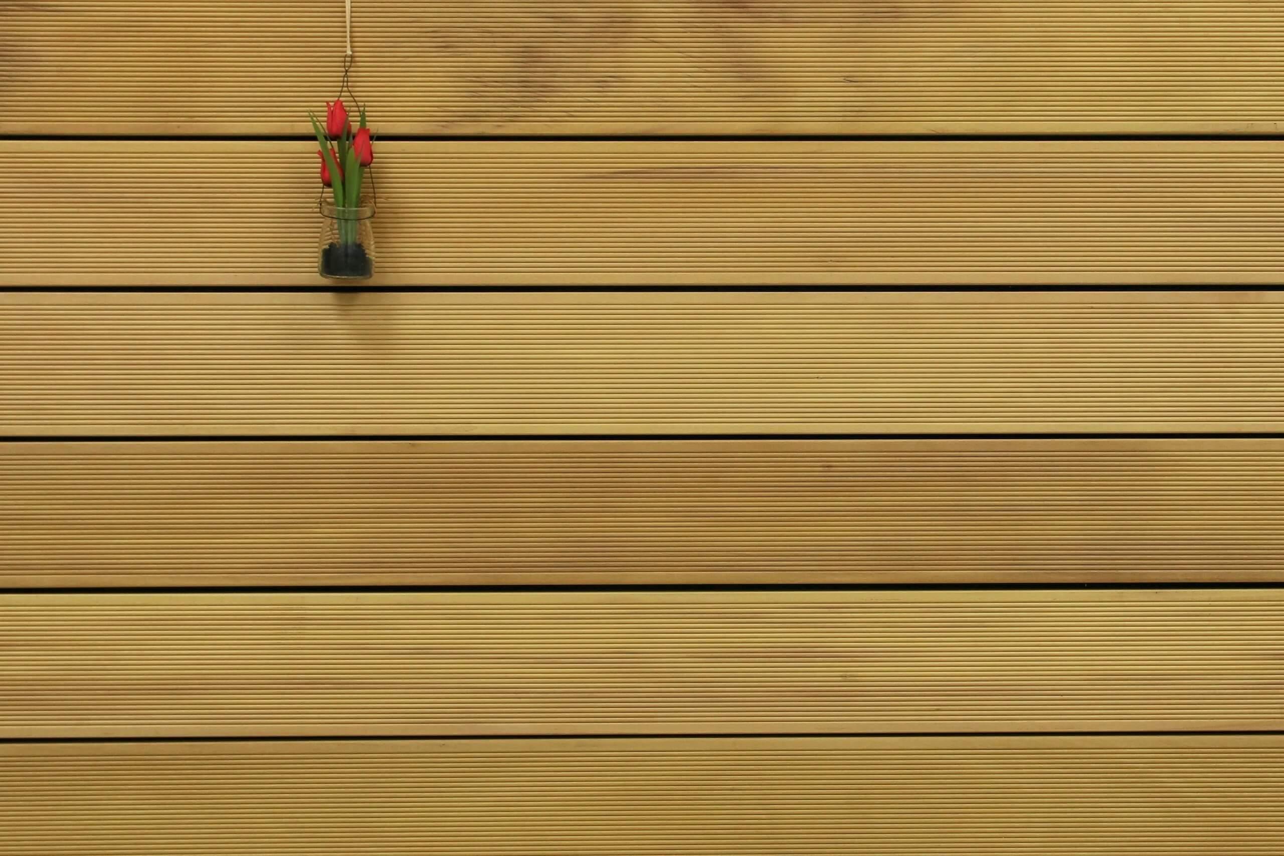 Garapa Holz Dielen für die Terrasse, 16,90 €/lfm, Premium (KD) fein gerillt, 45 x 145 bis 6100 mm, Terrassendielen Bretter
